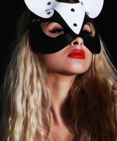 siyah beyaz maske